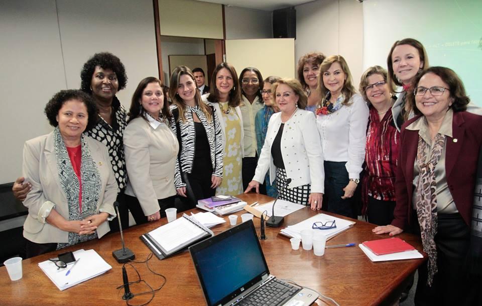 Parlamentares apontam desafios para a reforma política e o empoderamento das mulheres no Brasil/