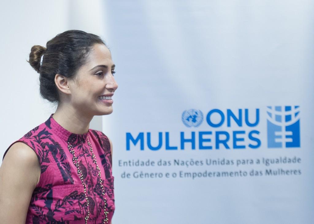Em  vídeo, embaixadora da ONU Mulheres Brasil, Camila Pitanga, defende direitos das mulheres e lança desafio #trocopresenteporigualdade para o Dia Internacional da Mulher/