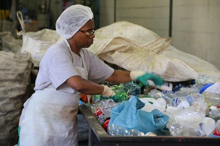 Instituto Coca Cola Brasil e ONU Mulheres promovem igualdade de gênero em comunidades de baixa renda no país/