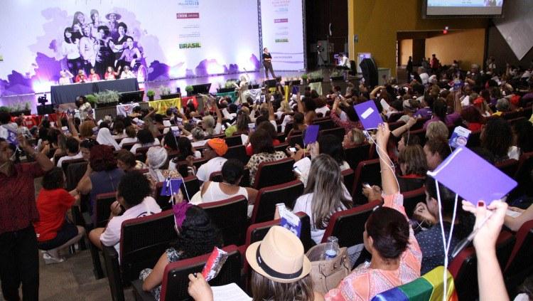 Plenária da Conferência de Políticas para as Mulheres aprova necessidade de recursos para estruturas nas três esferas/