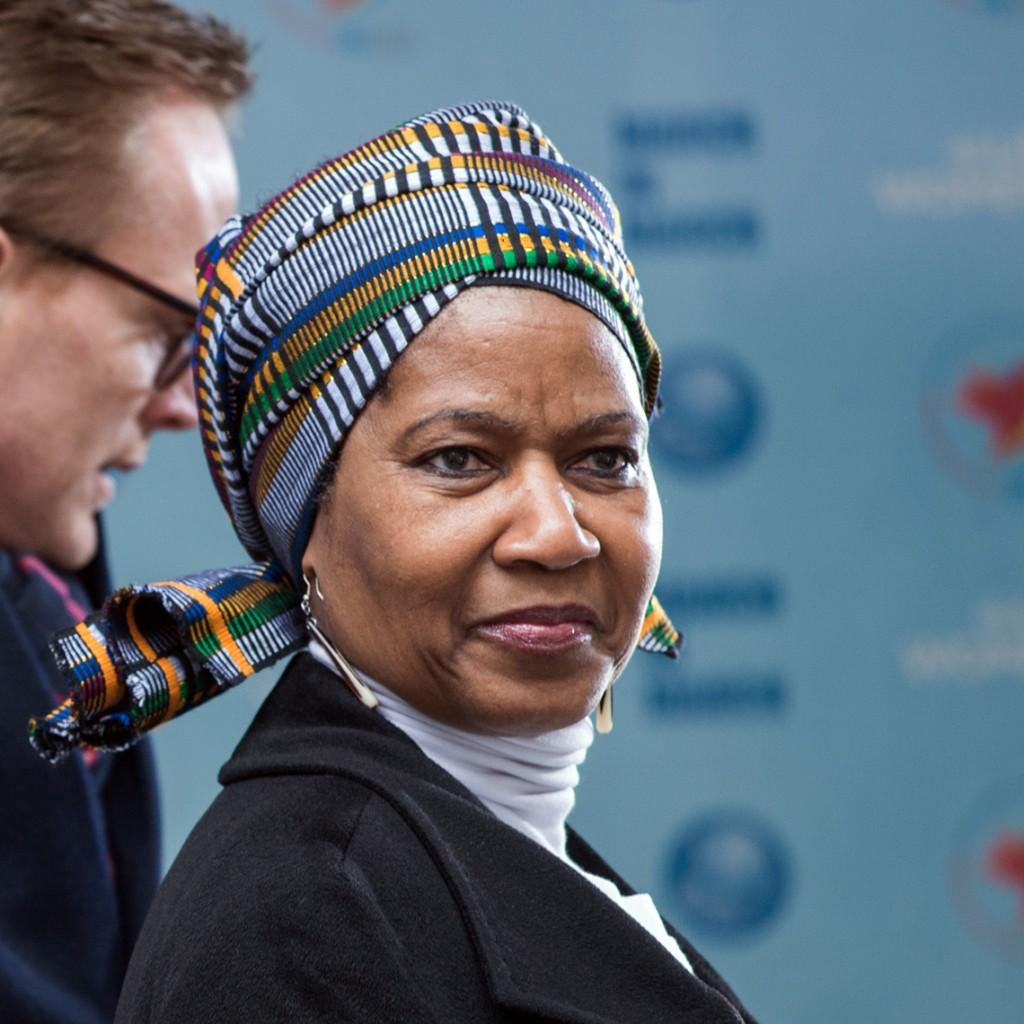 É hora de mudar, artigo da diretora executiva da ONU Mulheres/