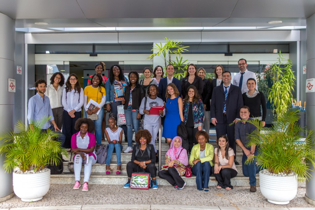 Refugiadas aprendem sobre os direitos das mulheres e a cultura brasileira/