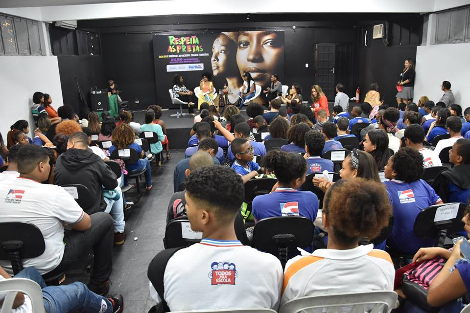 No Dia Laranja, ONU debate a violência cibernética contra meninas no contexto educacional/