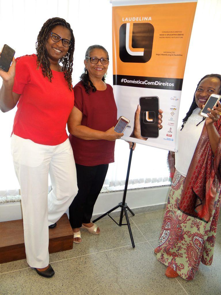 Trabalhadoras domésticas contam com aplicativo para acessar direitos pelo celular/noticias igualdade de genero direitosdasmulheres