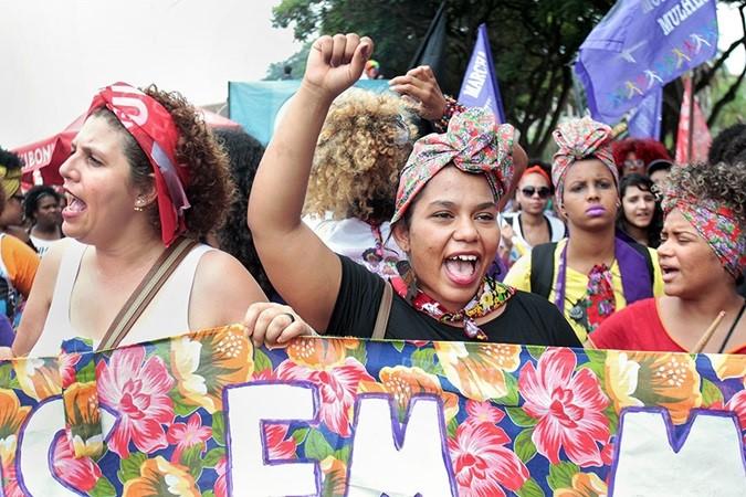 """ONU Mulheres anuncia tema para o 8 de março: """"O tempo é agora: ativistas rurais e urbanas transformam a vida das mulheres""""/planeta 50 50 onu mulheres noticias mulheres negras direitosdasmulheres destaques"""