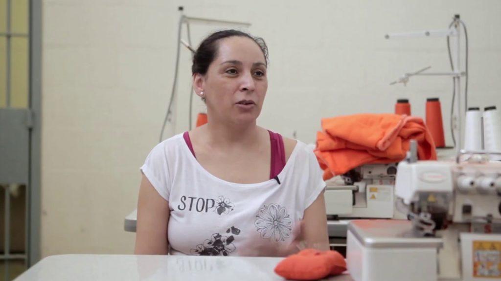 Minidocumentário inédito conta histórias de projetos de empreendedorismo de mulheres na cadeia têxtil/principios de empoderamento das mulheres onu mulheres ods noticias igualdade de genero empoderamento economico direitosdasmulheres