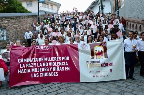 Vereadora Marielle Franco recebe homenagem de autoridades ibero americanas em ato no Equador contra a violência de gênero e o feminicídio/violencia contra as mulheres planeta 50 50 noticias marielle franco igualdade de genero