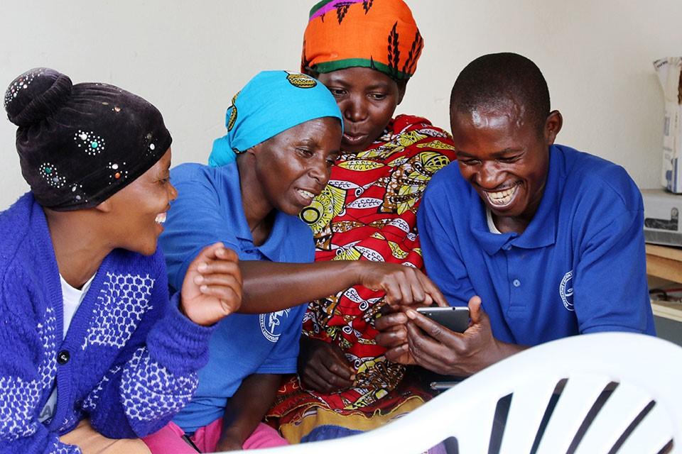 """ONU Mulheres define tema global para Dia Internacional das Mulheres: """"Pensemos em igualdade, construção das mudanças com inteligência e inovação""""/planeta 50 50 ods noticias igualdade de genero direitosdasmulheres"""