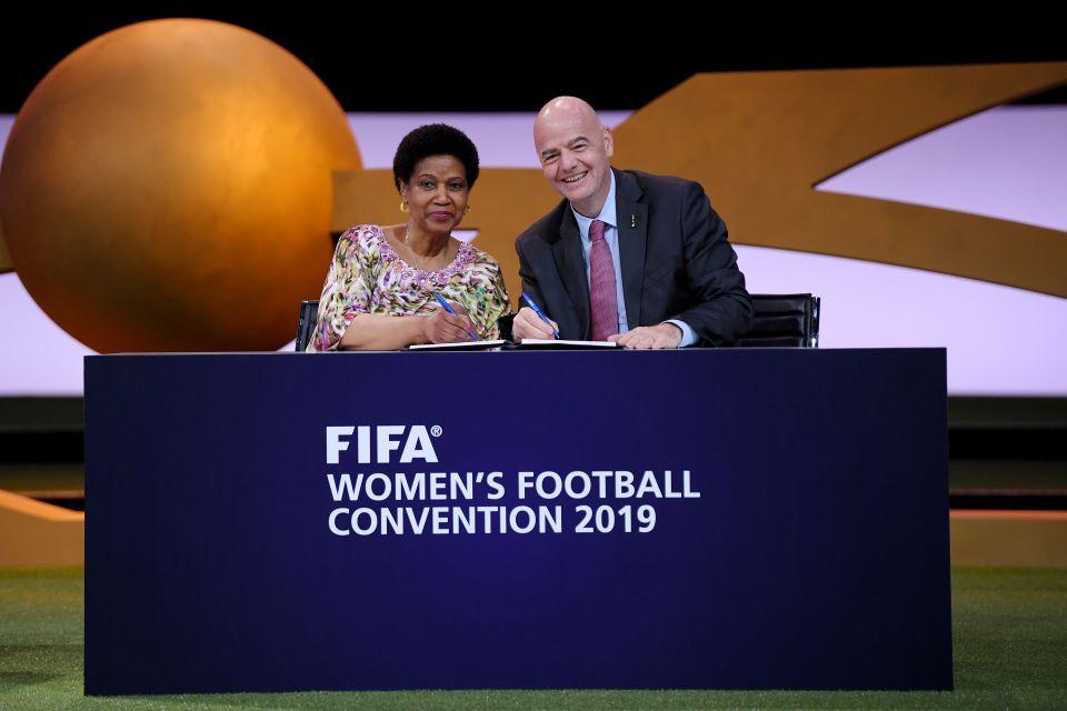 FIFA e ONU Mulheres assinam compromisso para a promoção da igualdade de gênero no esporte/uma vitoria leva a outra planeta 50 50 phumzile mlambo ngcuka onu mulheres noticias direitos humanos direitosdasmulheres