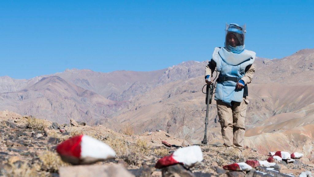 Grupo de mulheres retira minas terrestres de província afegã afetada por conflito/