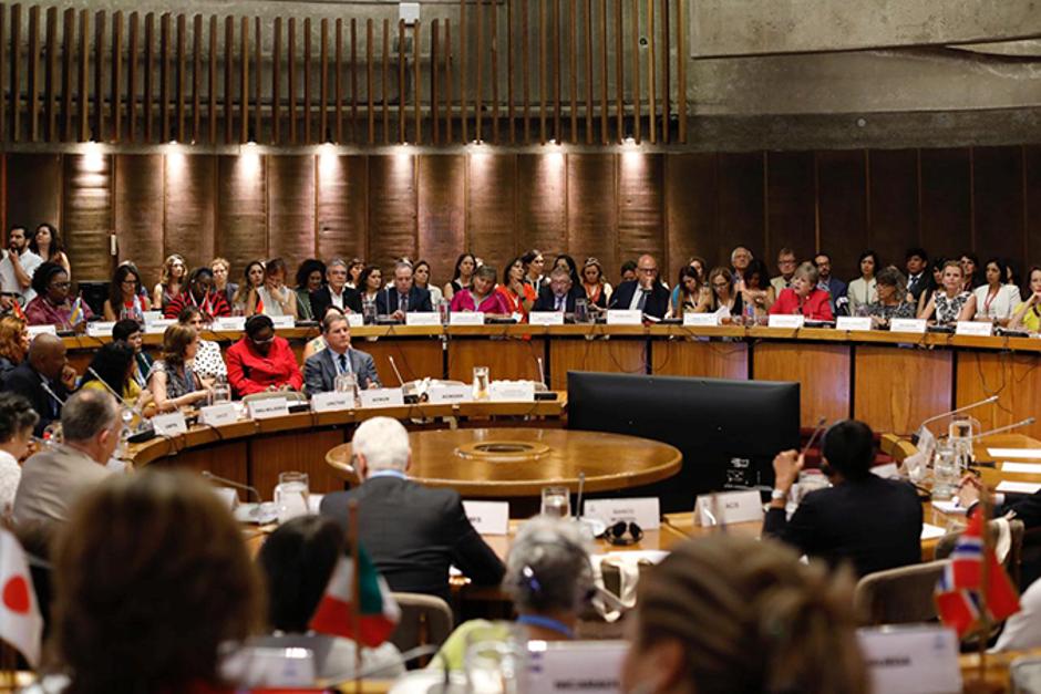 """Conferência Regional da Mulher pede """"liberação de nós estruturais da desigualdade de gênero"""" para garantir autonomia econômica das mulheres e acesso a direitos/principios de empoderamento das mulheres planeta 50 50 onu mulheres noticias igualdade de genero empoderamento economico direitosdasmulheres"""