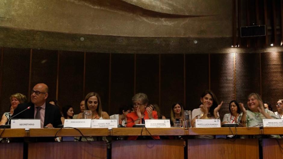 """Países da América Latina e Caribe aprovam """"Compromisso de Santiago"""", para acelerar esforços para cumprimento da agenda regional de igualdade de gênero/noticias igualdade de genero"""