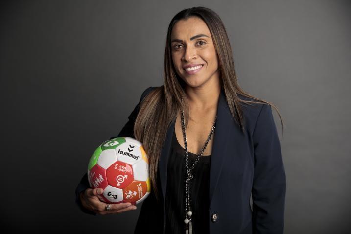 Mulheres e meninas no esporte podem mudar o jogo global/uma vitoria leva a outra noticias meninas marta igualdade de genero
